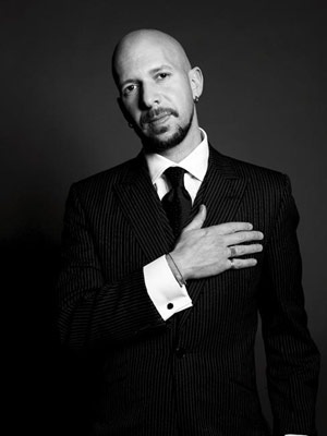 Neil Strauss: look how trustworthy he is!