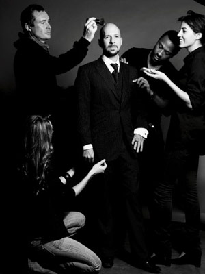 Neil Strauss and his entourage. I wonder what the kneeling girl is up to.