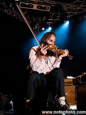Warren Ellis of Dirty Three, by Justin Edwards